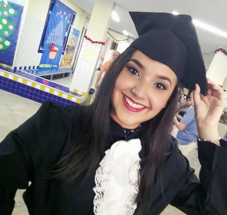 Carioca aprovada na UERJ e na UFRJ mostra que é possível passar na faculdade estudando em casa