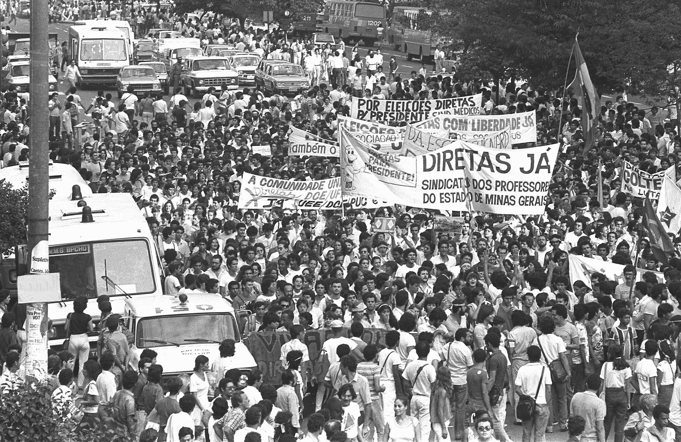 Foto representativa das Diretas Já. Reprodução Cinéfilos
