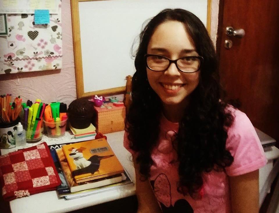 Priscilla Castro passa em Medicina na UFG e gabarita Biologia no ENEM