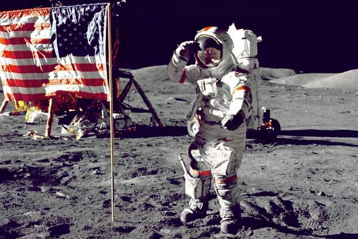 astronauta leis de newton