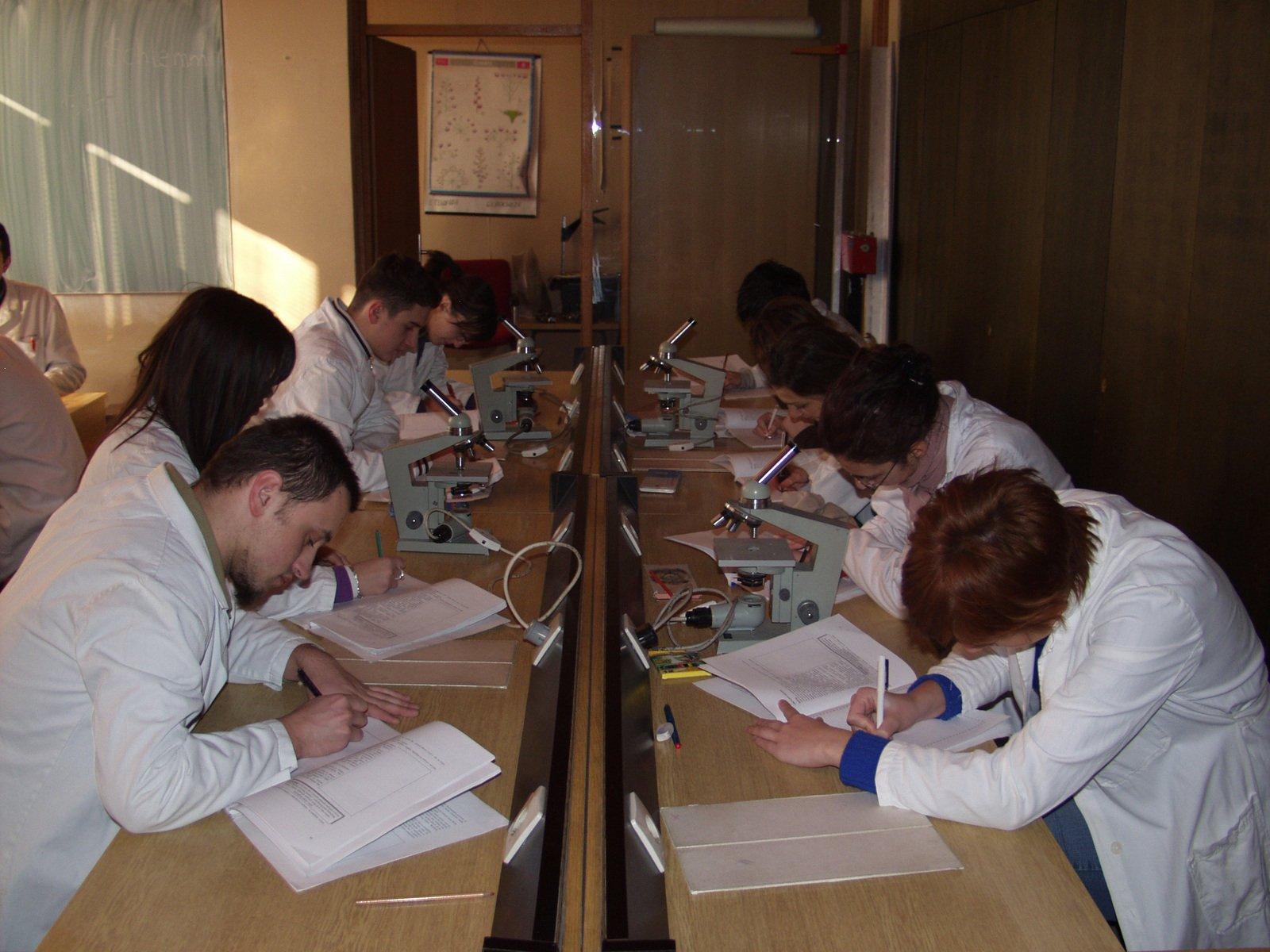 estudantes de medicina como passar em medicina
