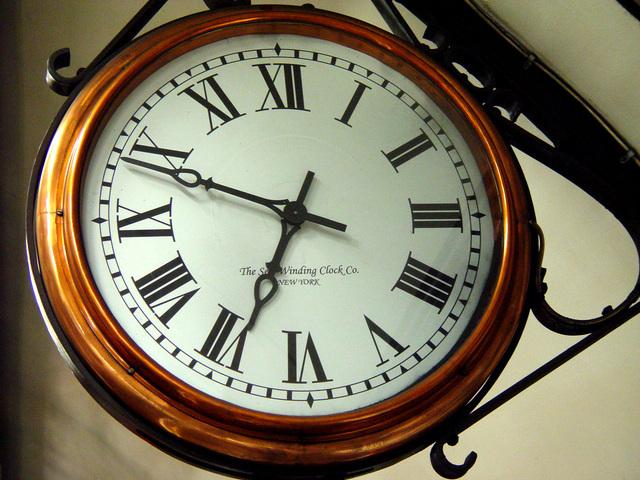 relógio números romanos